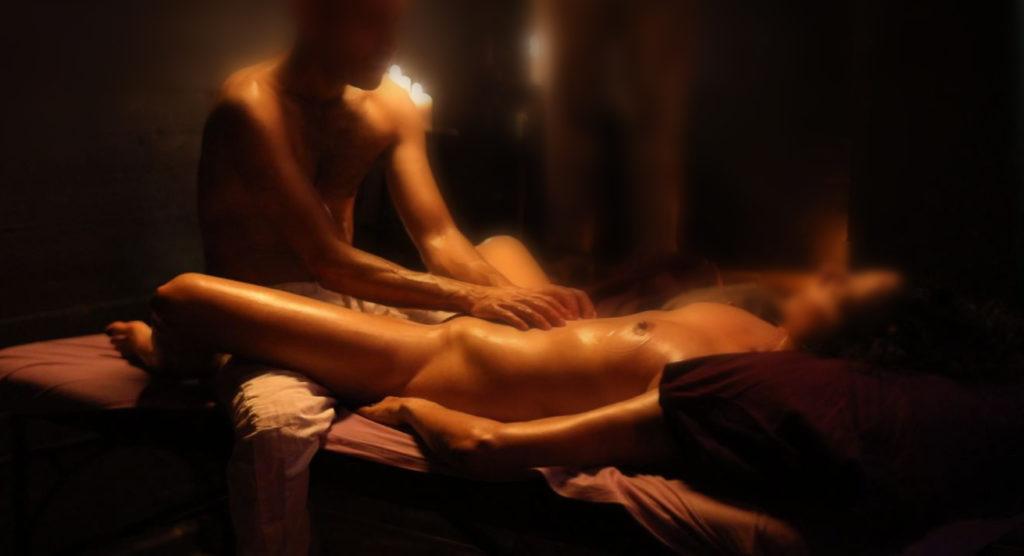 העיסוי הארוטי הוא תהליך שמשלב עיסוי רגיל עם מגע מכוון עונג וגירוי חושי ומיני. התהליך מתבצע תוך שמירה על גבולות ברורים ובאופן מכבד, מקצועי ורגיש